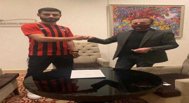 TFF 2. Lig Kırmızı Grup'ta mücadele eden Vanspor Futbol Kulübü (FK), 3 oyuncuyu renklerine bağladı.