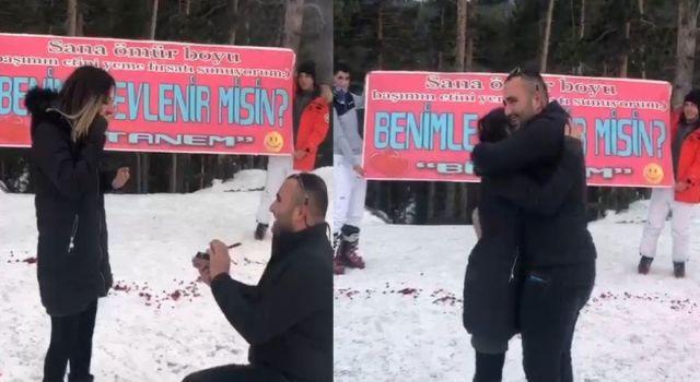 Kars'ta 14 Şubat'ta karlarüstündemeşaleli evlilik teklifi