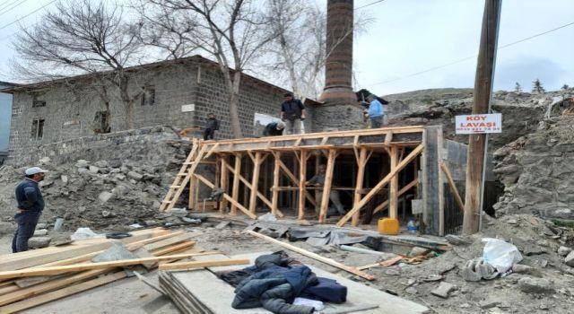 Kars'ta Osmanlı dönemine Laçin Bey Camisi restorasyona alındı.
