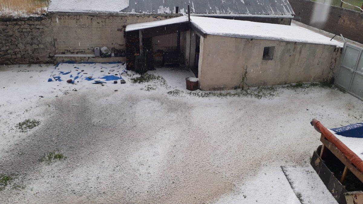 Kars'ta Dolu Yine Yağdı