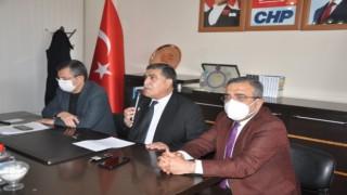 CHP Özgür Özel ve Sezgin Tanrıkulu ile beraber partisinin Kars İl Başkanlığı'nı ziyaret etti