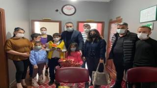 DEVA Partisi Kars İl Başkanlığı Başkan Özen'den 23 Nisan'da Özel Çocuklara Ziyaret