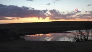 Kars'ta gün batımında gökyüzü kızıla büründü
